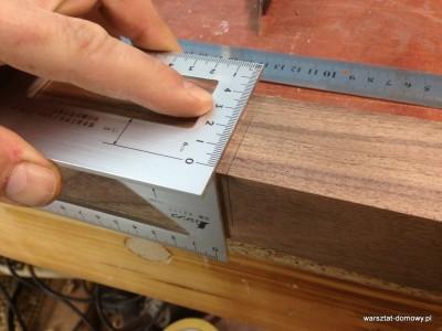 2014 01 26 00.09.10 400x300 Stołek barowy z drewna orzechowego
