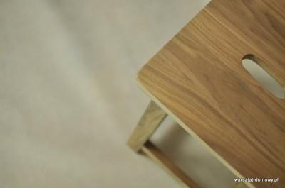 DSC 0344 400x265 Stołek barowy z drewna orzechowego