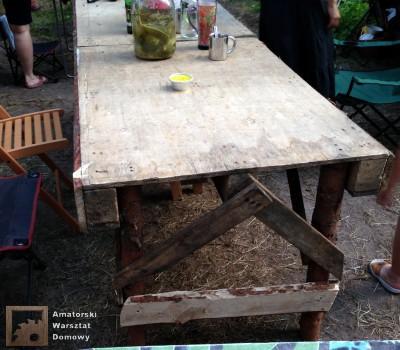 2014 07 20 20.09.19 400x350 Biwakowy stół z palet, stempli i desek oflisowych