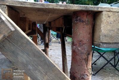 2014 07 20 20.09.41 400x269 Biwakowy stół z palet, stempli i desek oflisowych