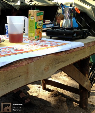 2014 07 23 10.00.22 400x478 Biwakowy stół z palet, stempli i desek oflisowych