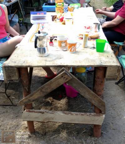 2014 07 23 11.29.08 400x462 Biwakowy stół z palet, stempli i desek oflisowych