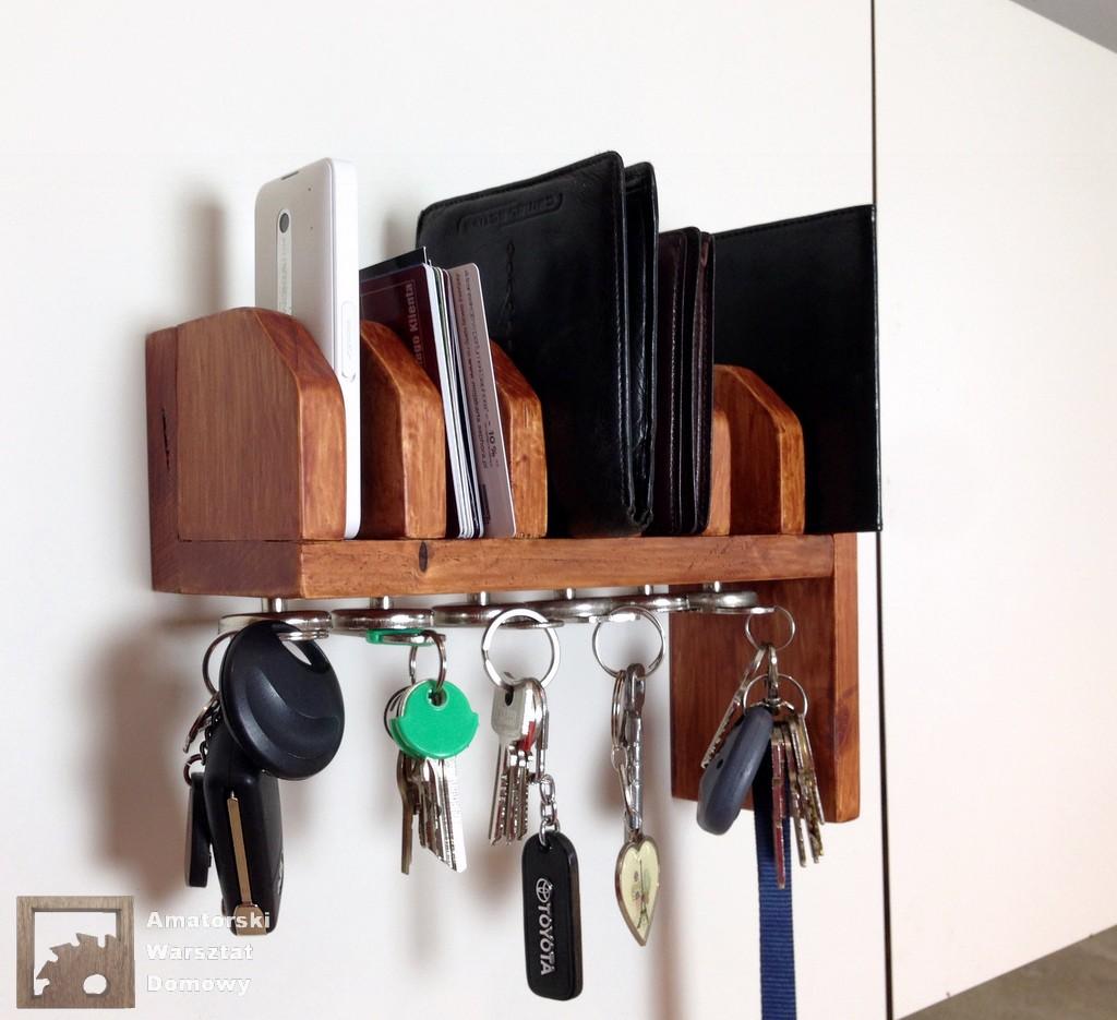 Polka na portfele i klucze1 Półka na portfele i klucze z  palety   (część 2)